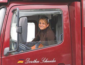 Zeutern: Dorothee Schneider bereitet Nachwuchspferd Faustus mit zwei Siegen auf Louisdor Preis vor